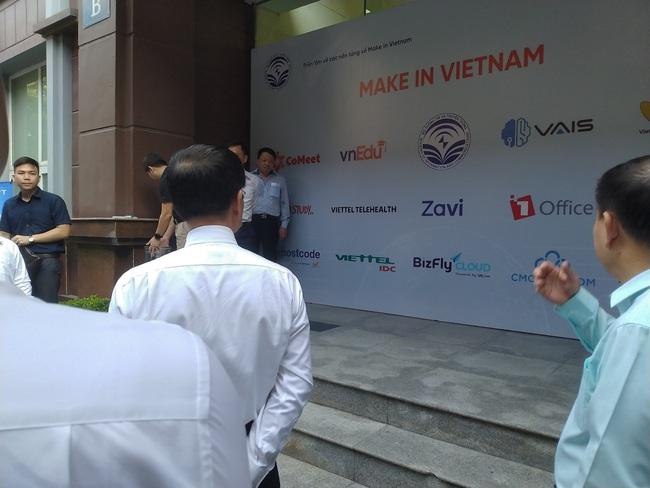 Triển lãm các nền tảng số của Việt Nam: thiết bị 5G của Viettel, Vsmart, Bizfly Cloud cùng nhiều giải pháp số mùa dịch  - Ảnh 1.